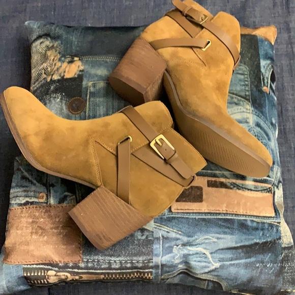 NIB Crown Vintage dark natural suede ankle boots